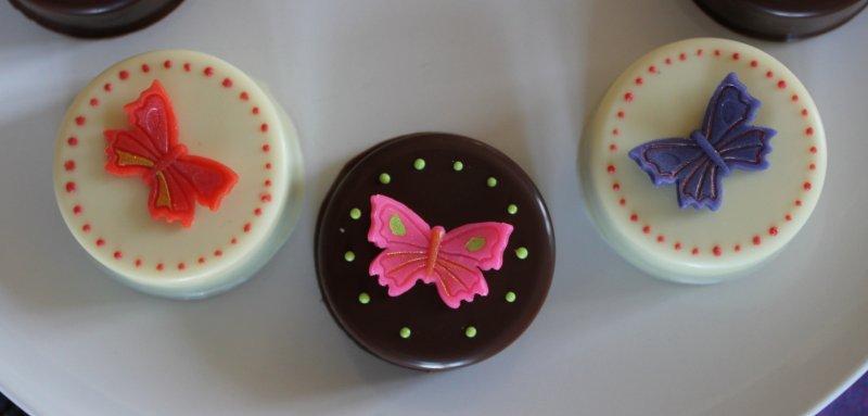 Chokladdoppade Oreos med fjärilar