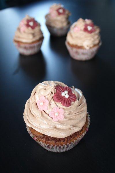 Browniecupcakes med en i centrum