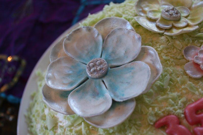 Närbild blå blomma