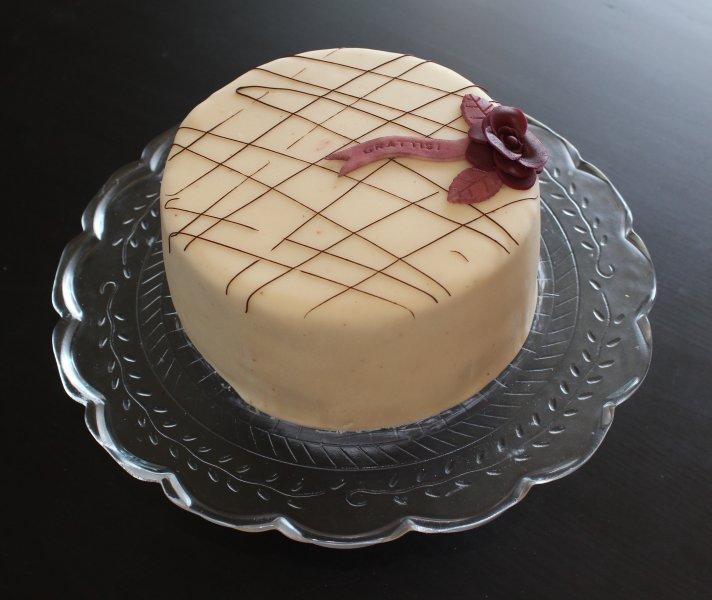 Tårta med chokladrippel rosa blomma