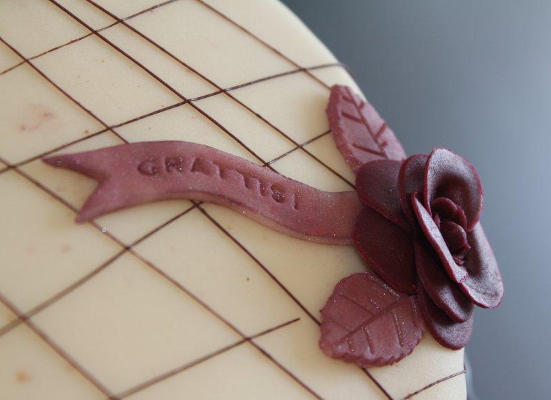 Tårta med chokladrippel grattis