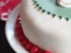 tårta med jultomte och järnek