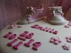rosa text blommor och converse