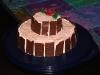 Rosa marängtårta från sidan