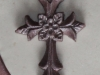 konfimrationstårta lila kors närbild