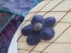 Tarta med chokladrippel detaljbild lila blomma