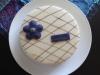 Tarta med chokladrippel lila detaljer